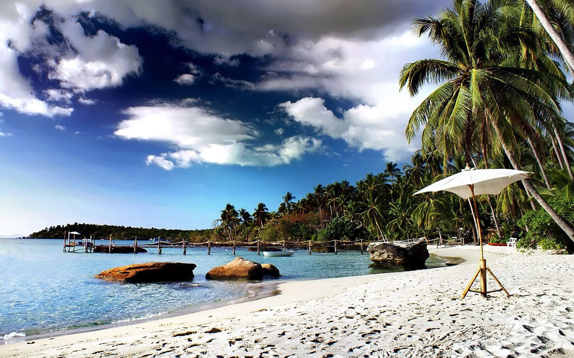 Big world   thailand sandy beach in the resort of cha am  thailand 061816