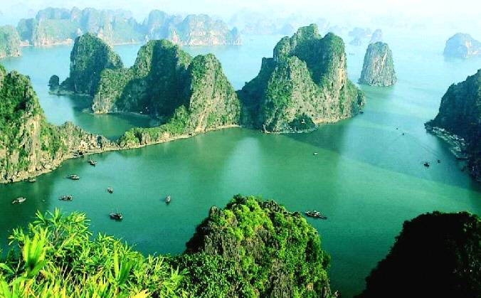 Big halong bay overview
